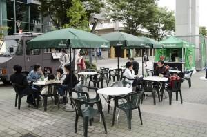 写真:オープンカフェ